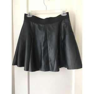 Forever 21 black faux leather skirt size M